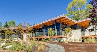 Method Homes is a custom manufacturer of precision–engineered, prefabricated, modern structures that services the Western United States and Canada, including Oregon. Their homes range in size and style, from 1,200-square-foot rustic cabins to 3,5000-square-foot contemporary residences. Method Homes also has an ongoing commitment to sustainable design, with many of their homes eligible for LEED certification and other environmental certifications; some homes can even be designed to be energy net-zero.