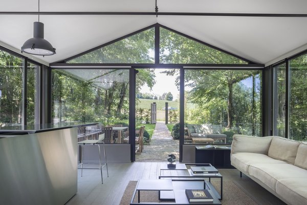 The Glass House Dream & Charme combines innovative technology with modern design and Italian architecture. Located in the heart of Monferrato, this stunning villa boasts floor to ceiling windows with 360-degree views of the surrounding hills.