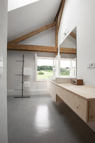 In the loft, the bathroom is located against an exterior wall . The faucet is by Hansa and the towel rack is by Kommod