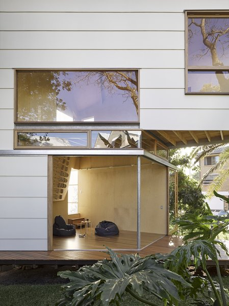 Sliding walls open up the space to embrace the surrounding landscape.