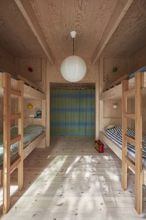 The built-in plywood bunks in the children's room were designed by STEG.