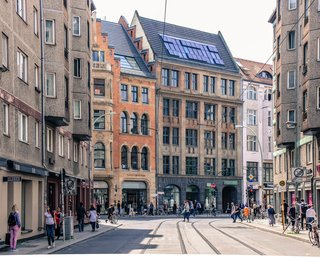 A trip to Berlin would be incomplete without swinging by the beloved Mitte neighborhood. Conveniently located in the heart of the city, this spellbinding area is filled with design-centric shops, eccentric art galleries, and architectural gems.