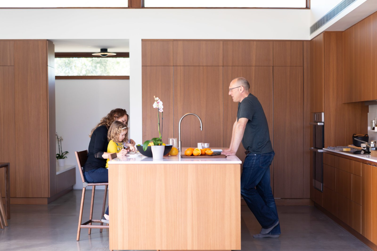 Photo 4 Of 7 In A Luminous Palm Springs Kitchen Fosters Easy Indoor