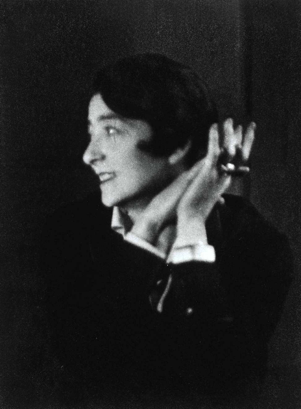 """<span style=""""font-family: Theinhardt, -apple-system, BlinkMacSystemFont, &quot;Segoe UI&quot;, Roboto, Oxygen-Sans, Ubuntu, Cantarell, &quot;Helvetica Neue&quot;, sans-serif;"""">A fierce, independent woman and an innovative designer, Eileen Gray wove art, design, and architecture together into distinct projects that celebrated femininity and inspired both Modernism and Art Deco.</span>  Photo 6 of 6 in Design Icon: Eileen Gray"""