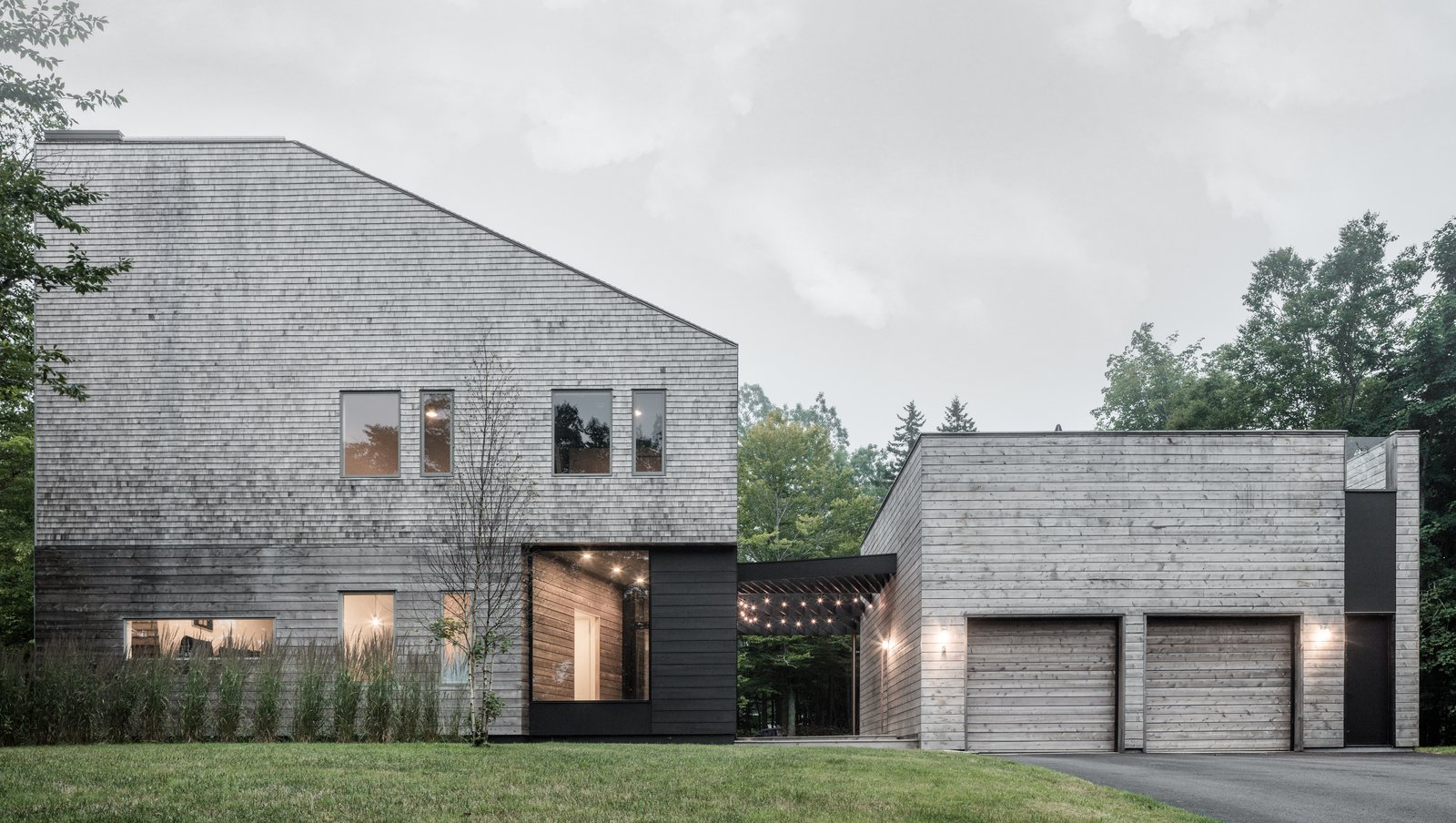 Exterior and House Building Type Entirely clad in cedar shingles, the Unbridled Path residence is both familiar and contemporary through its use of materials and proportions. It was inspired by the typology of an iconic nearby family estate.