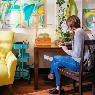 AHA Life offers a variety of color artworks, modern decor, and other home furnishings.