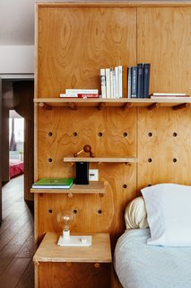 The pegs in the master bedroom can be rearranged to alter the layout of shelves, allowing flexible storage options.