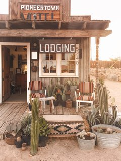 Visiting Pioneertown Motel is like stepping back in time (and onto a movie set). It's right next to Pappy & Harriet's, so it's the perfect place to stay if you're craving that Western vibe.