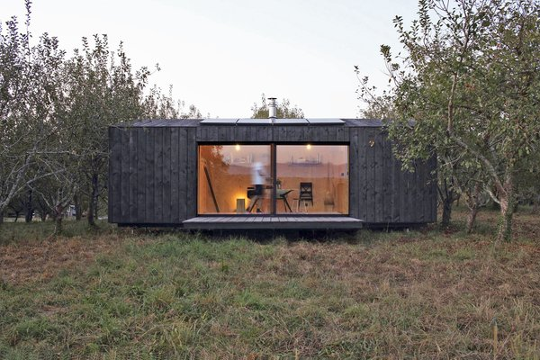 This Modern Matte Black Cabin Is a Dreamy Weekend Retreat