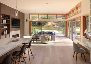 Whether you're looking to foster an indoor-outdoor connection in your kitchen, living area, bedroom, or bath, the LaCantina multi-slide system is available in multiple options, including pocketing and zero-post corner configurations.