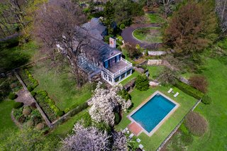 Set on a nearly 32-acre private park, the property offers extraordinary peace and quiet.