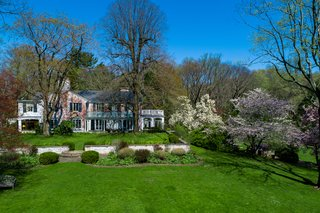 Although the home is extremely secluded, it is conveniently located near the center of New Canaan and is just an hour away from New York City.