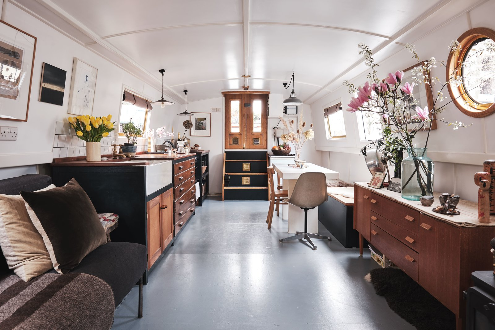 Chinampa Houseboat living area