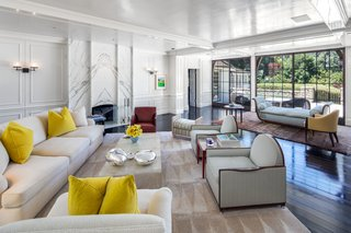 Former celebrity couple Brad Pitt and Jennifer Aniston lived in the home from 2001 to 2006, thoughtfully renovating it throughout the course of over three years.