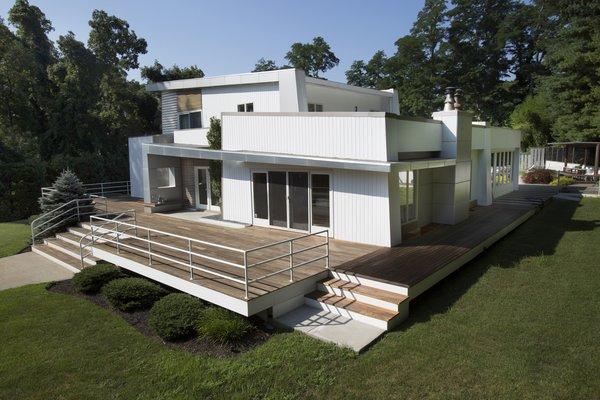 I-Beam Transforms a Humdrum Long Island Home Into a Calm Oasis
