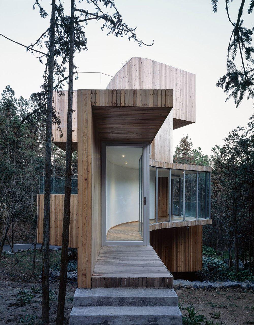 Qiyunshan Tree House glass hallway