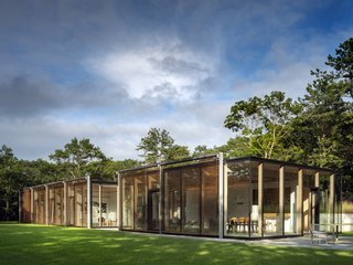 An Energy-Efficient Glass House in East Hampton Shifts With the Seasons