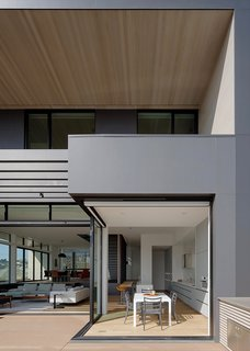 """LaCantina Doors&nbsp;<span style=""""font-family: Theinhardt, -apple-system, BlinkMacSystemFont, &quot;Segoe UI&quot;, Roboto, Oxygen-Sans, Ubuntu, Cantarell, &quot;Helvetica Neue&quot;, sans-serif;"""">Zero Post Corner system&nbsp;</span><span style=""""font-family: Theinhardt, -apple-system, BlinkMacSystemFont, &quot;Segoe UI&quot;, Roboto, Oxygen-Sans, Ubuntu, Cantarell, &quot;Helvetica Neue&quot;, sans-serif;"""">provides a seamless indoor-outdoor connection</span> with a clean, minimalist design that blends directly into the space.&nbsp;"""