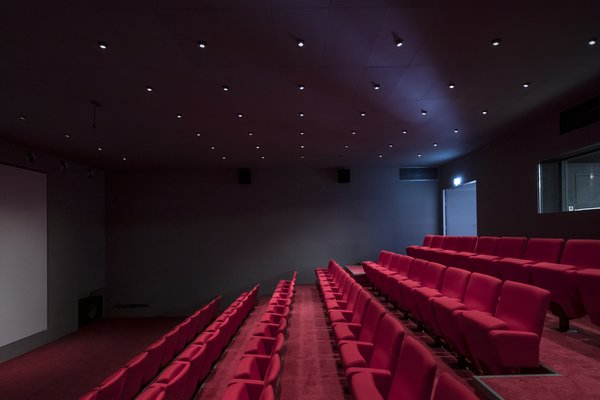 A cinema is available for screenings of student films.