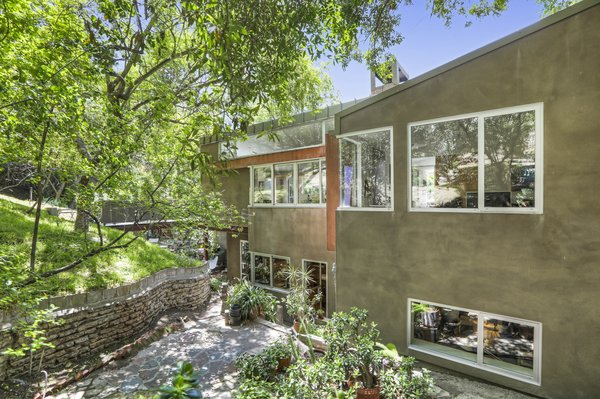 The upward slope of the 8,395-square-foot lot extends the property 43 feet above street level.