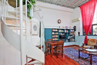 This eclectic loft/studio apartment is located in historical sector of Rome, right behind Piazza di Spagna.