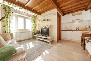 Location, location, location. This spot offers a peaceful reprieve in a residential area of the city, but it's close to attractions such as the Basilica of San Giovanni and the Colosseum, as well as local vintage markets and nightlife.
