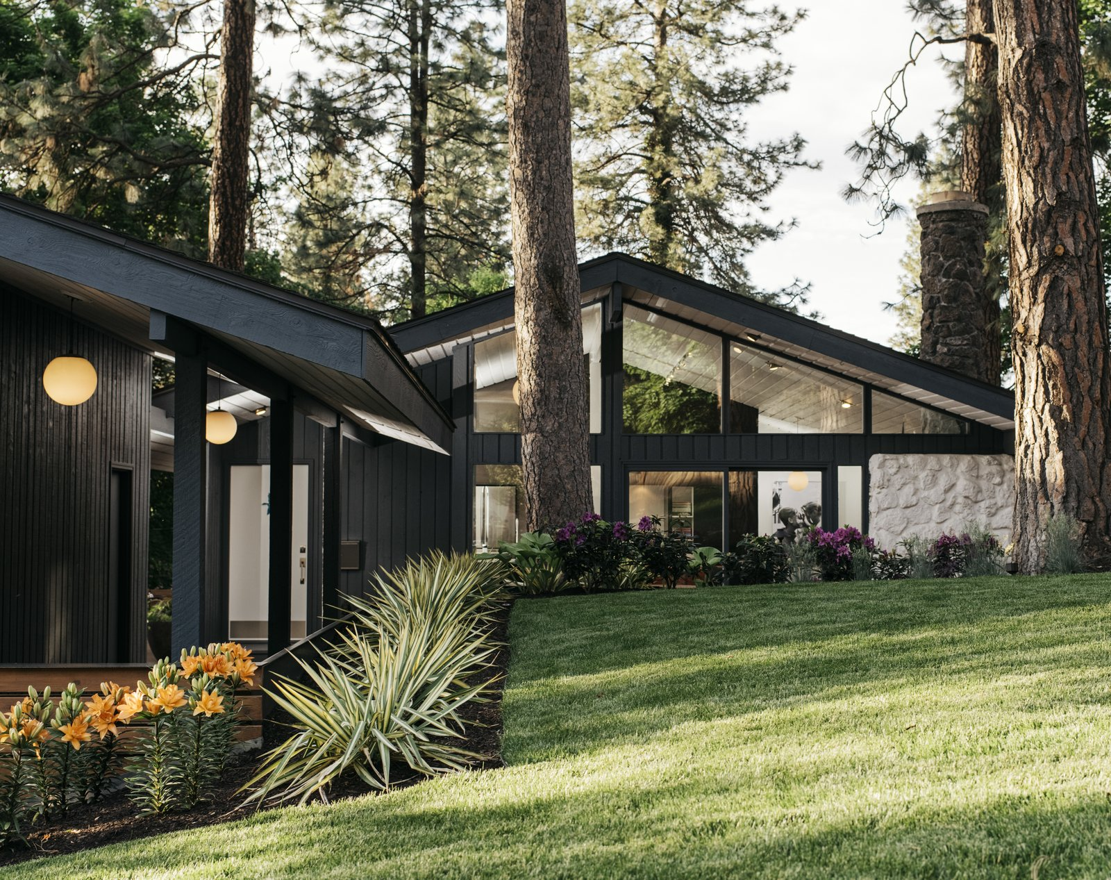 HDG Architecture Kundig Hissong House wood exterior