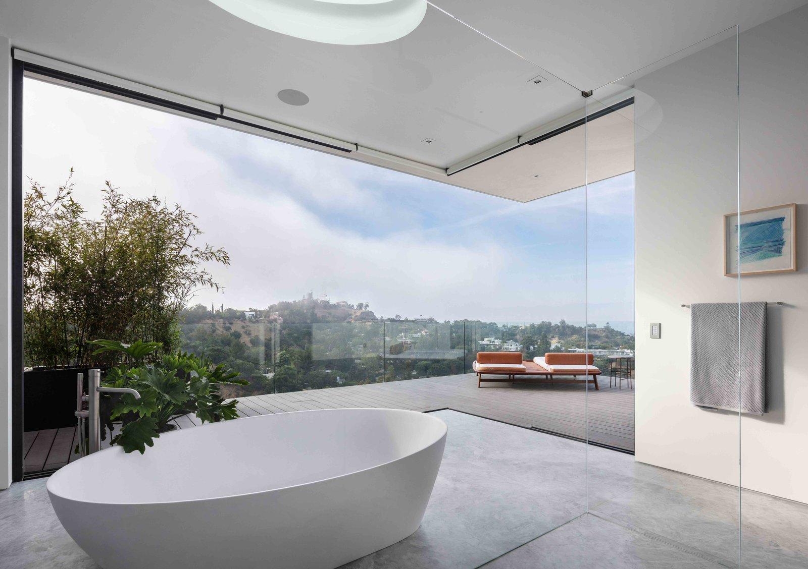Carla House bathtub
