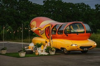The rental has a mobile home-like outdoor zone with astro turf, lounge seating, and an Oscar Mayer–brand grill for a pure Americana experience.