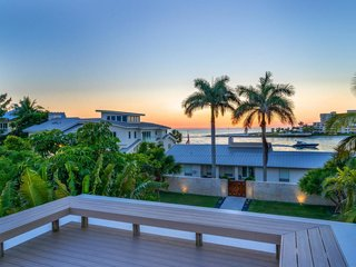 A rooftop deck completes this Floridian beach paradise. It provides ample views of jaw-dropping sunsets on Sarasota Bay and the Gulf of Mexico.