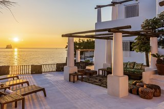 """The new owners can spend time relaxing and taking in sunset views from several sitting areas that are topped with traditional wooden beams.&nbsp;<span style=""""font-family: Theinhardt, -apple-system, BlinkMacSystemFont, &quot;Segoe UI&quot;, Roboto, Oxygen-Sans, Ubuntu, Cantarell, &quot;Helvetica Neue&quot;, sans-serif;"""">&nbsp;</span>"""