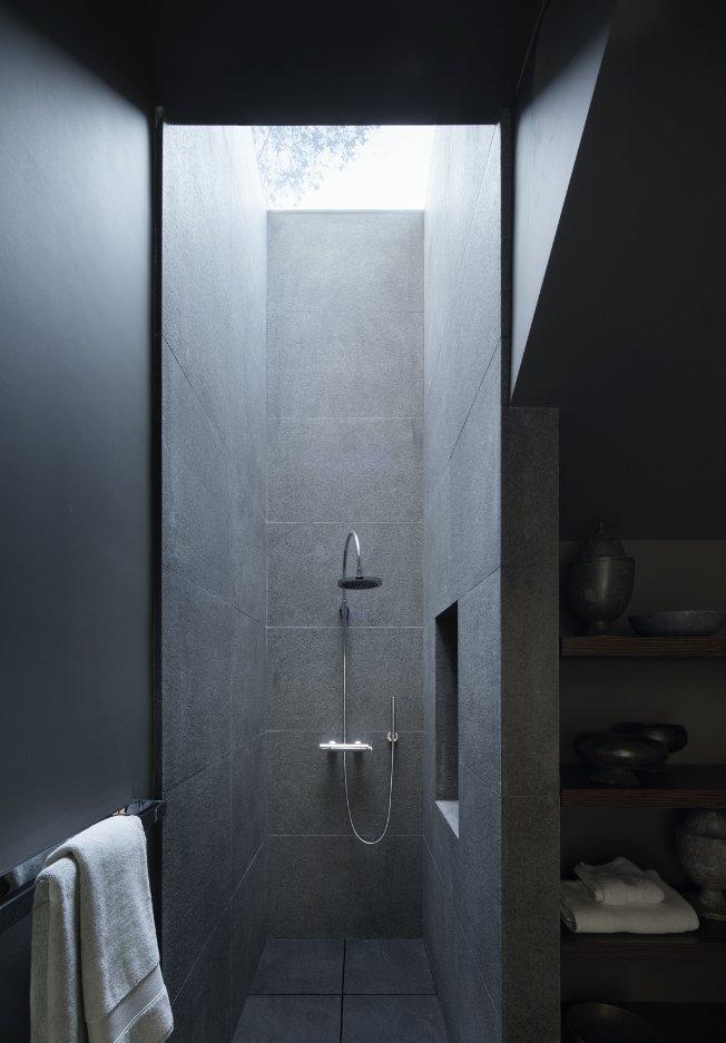 950 Lombard Street San Francisco shower