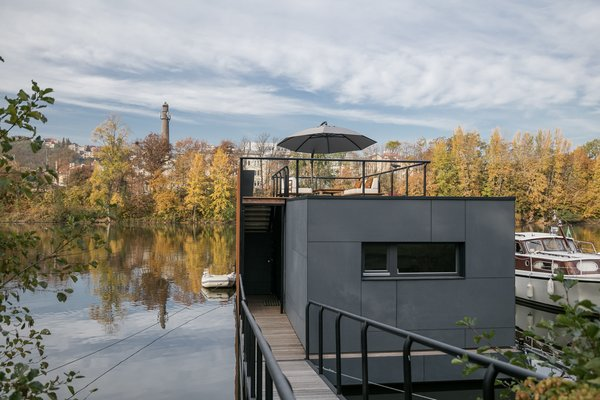 For maximum privacy, the bridge leads directly to the home's entrance, bypassing a walk-around deck that is typically found on houseboat or floating home designs. Along the front half of the roof, permanent vegetation adds greenery in the summer months.