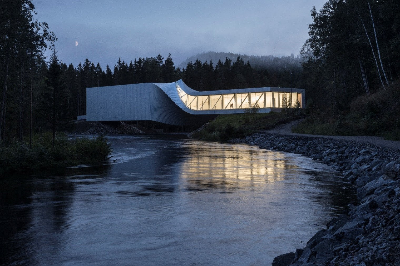 BIG The Twist exterior