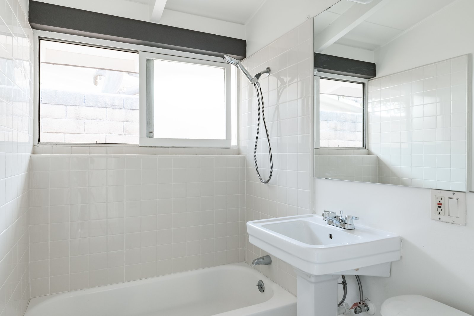 Cliff May Rancho Estates Restoration bathroom