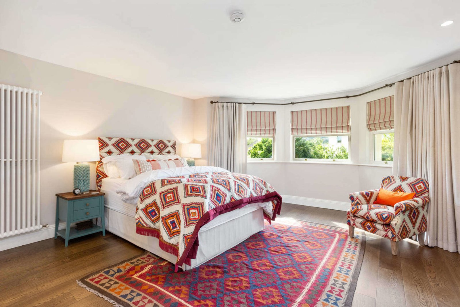 Saoirse Ronan Pine Lodge Ireland real estate bedroom