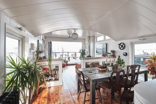 This Surprisingly Roomy Double-Decker Houseboat Can Be Yours for £400K