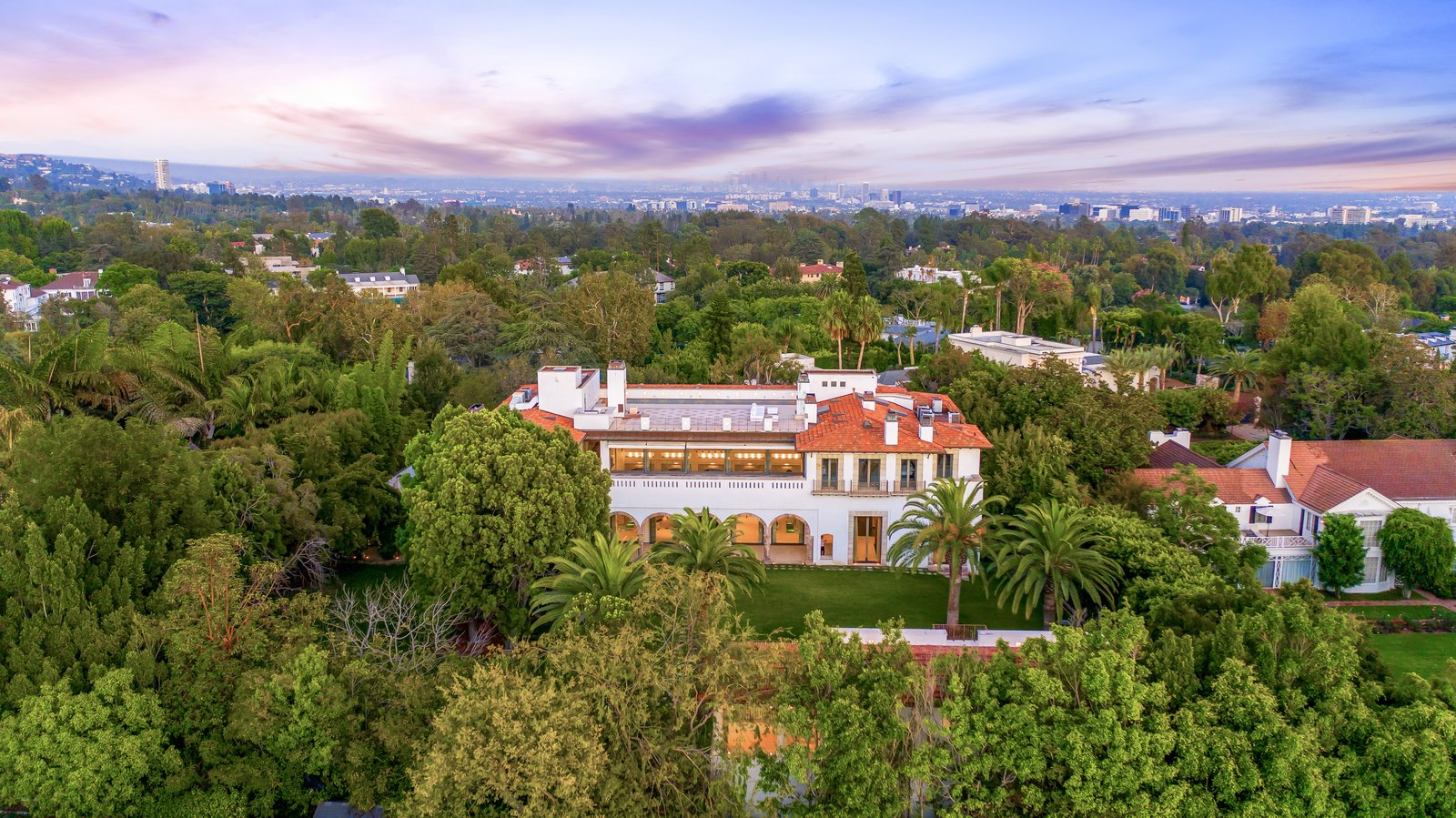 Photo 2 Of 12 In Michael And Eva Chow S Former Mansion In Los Angeles Asks 70m Dwell