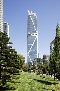 Designed by Heller Manus Architects, 181 Fremont Street is located in San Francisco's newly coined 'East Cut' neighborhood and soars 700 feet tall.