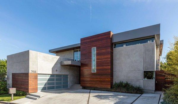 """Invest in """"Shark Tank"""" Star Robert Herjavec's Hollywood Home for $6.5M"""