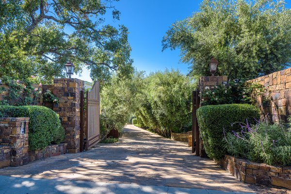 Eva Longoria—known for her roles in Desperate Housewives and The Young and the Restless—purchased the multiproperty estate from Tom Cruise in 2015 for $11,400,000. Just two years after acquiring the home, she listed it for sale—and she has been seeking a buyer ever since.