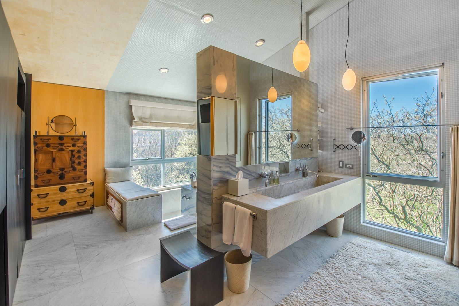 Elie Tahari Hamptons home bathroom