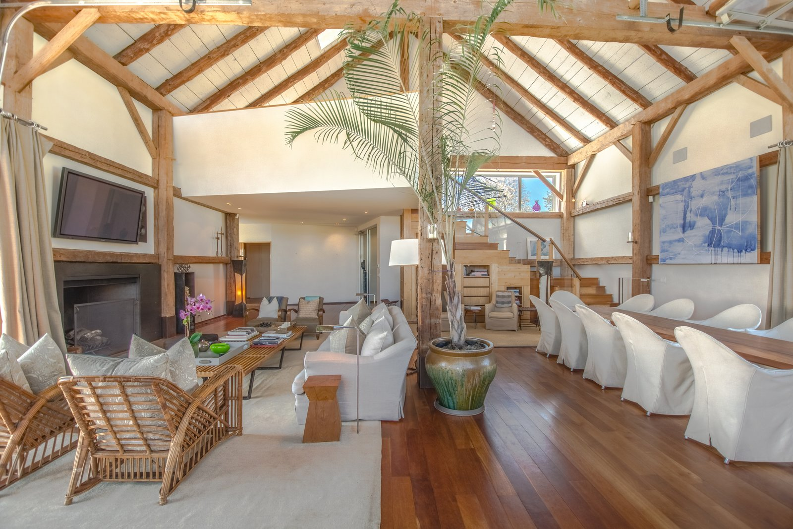 Elie Tahari  Hamptons home living room