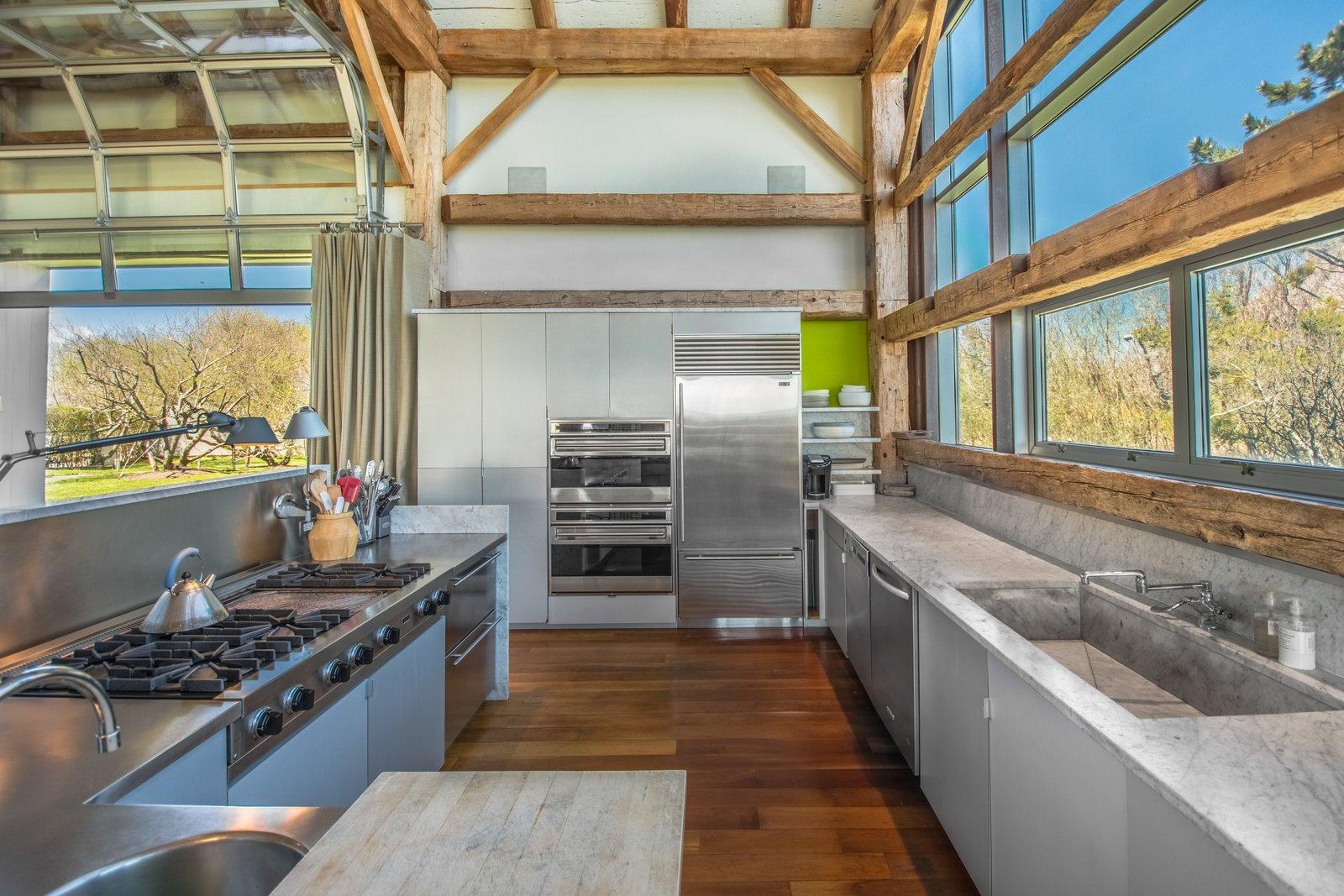 Elie Tahari  Hamptons home kitchen