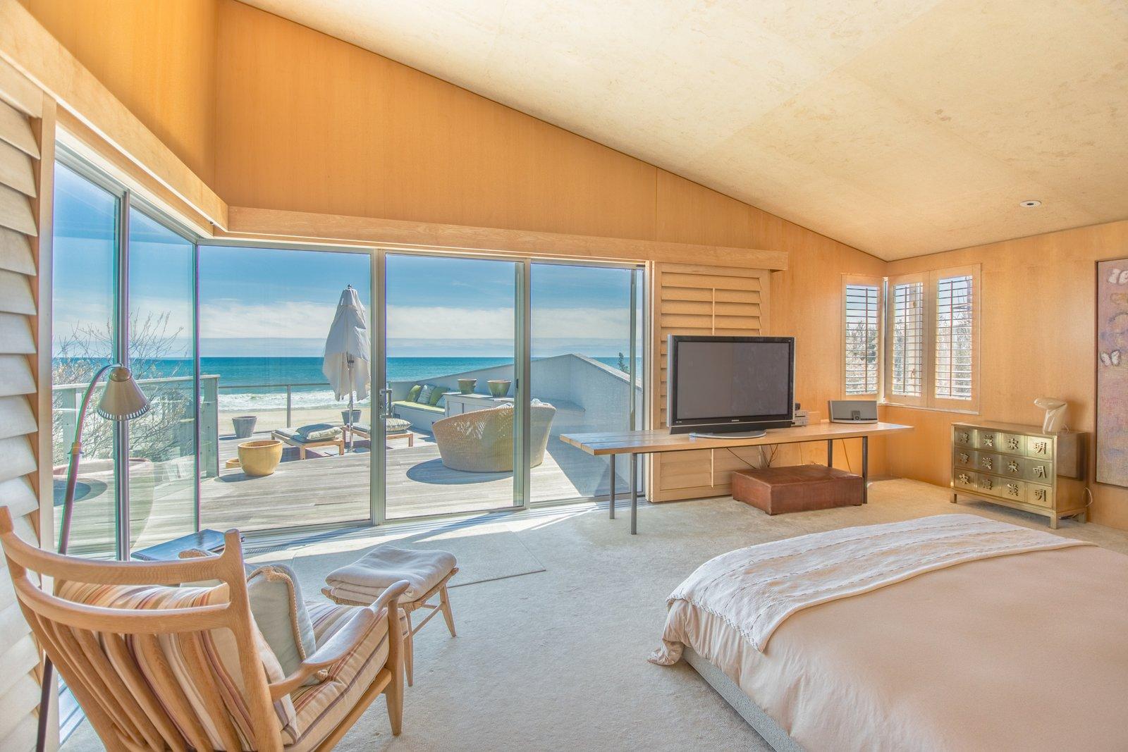 Elie Tahari  Hamptons home bedroom