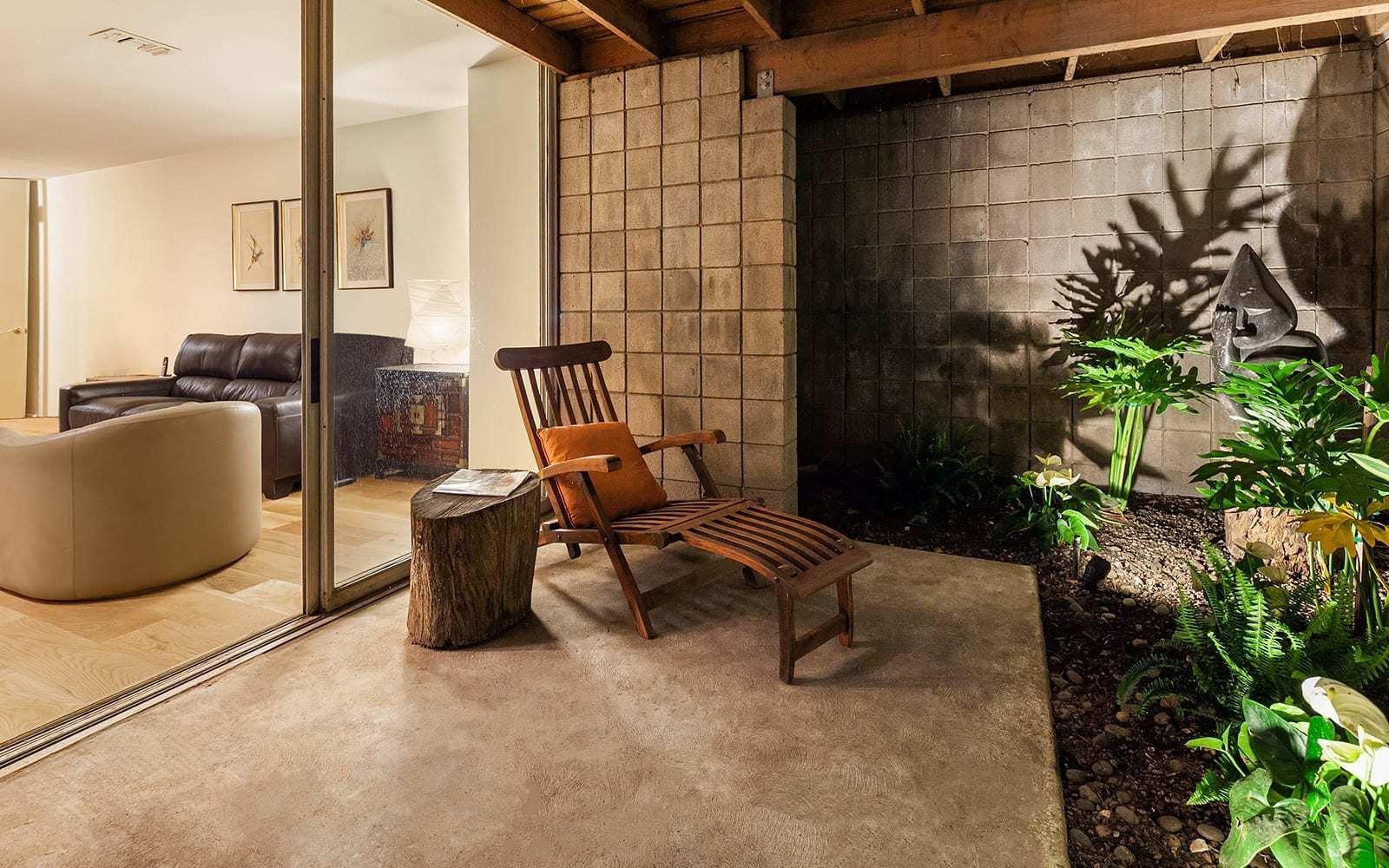 Midcentury House by Vernon F. Duckett patio