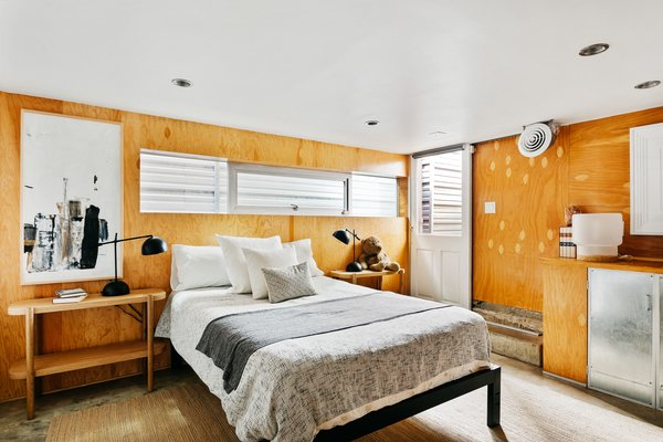With its own side entrance and minibar, the space doubles as a handy guest bedroom. Clerestory windows provide additional light into the area from above the bed.