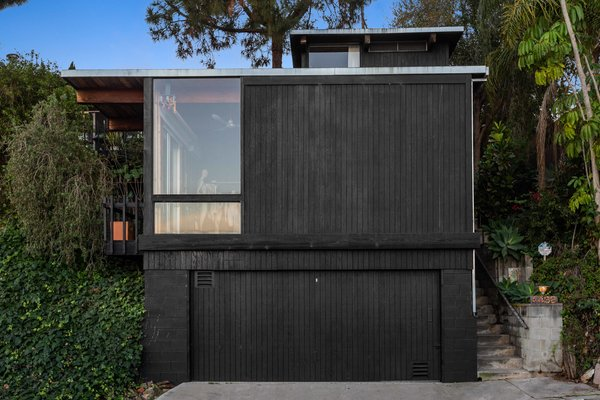 Nestled in the Windsor Hills neighborhood of La Mesa, California, the Beverly House hides behind an unassuming black facade. The home's post-and-beam design was inspired by architect Lloyd Ruocco's work in nearby San Diego.