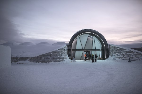 Directly adjacent to the winter hall lies Icehotel 365, which allows guests to experience frozen accommodations all year round.