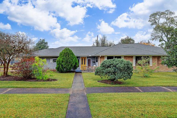 Nestled in the city's largest historic district, 7527 Wilmerdean Street is a midcentury time capsule with an incredible price point, particularly for first-time home buyers.